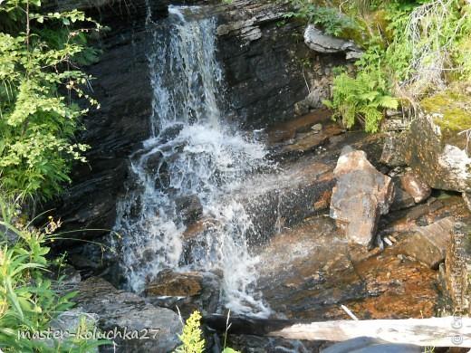 правда красота? угадайте где это Вы? а я знаю!в Норвегии! это маленький водопадик.но он не такой и уж и маленький!очень длинный.. фото 1