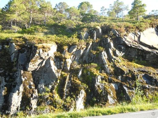 правда красота? угадайте где это Вы? а я знаю!в Норвегии! это маленький водопадик.но он не такой и уж и маленький!очень длинный.. фото 15