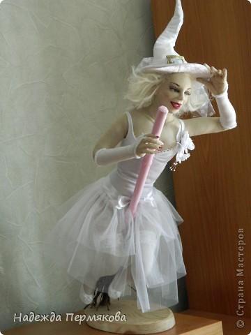 Как порой девушки мчаться выйти замуж как мотыльки на огонь, а мне больше нравится как ведьмы на шабаш, но какие ведьмы - гламурные. Вот захотелось затронуть тему свадеб, немного с черным юмором - улыбнитесь, иногда так вот оно и бывает. фото 1