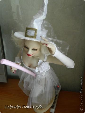 Как порой девушки мчаться выйти замуж как мотыльки на огонь, а мне больше нравится как ведьмы на шабаш, но какие ведьмы - гламурные. Вот захотелось затронуть тему свадеб, немного с черным юмором - улыбнитесь, иногда так вот оно и бывает. фото 2