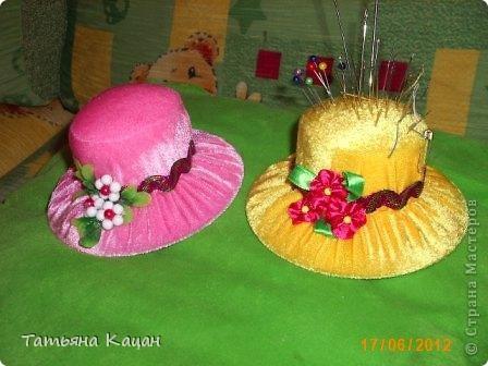 Поделка на выставку в садик. Рамка- пшеничная крупа и гречка, домик- вермишель, крыша-вата, низ-хлопья геркулесовые, снег- манка, соль и клей ПВА, елка-яичная скорлупа фото 16