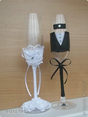 """Свадебные фужеры """"Жених и невеста"""". Клиентка прислала фото, по которому попросила сделать повторюшку. Если кто-то узнает в оригинале свою работу - прошу прощения)))) Вот что получилось. фото 2"""