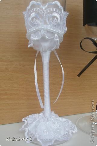 """Свадебные фужеры """"Жених и невеста"""". Клиентка прислала фото, по которому попросила сделать повторюшку. Если кто-то узнает в оригинале свою работу - прошу прощения)))) Вот что получилось. фото 4"""