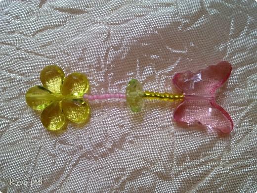 Увидела в магазине эти бабочки и цветочки и не удержалась купила. В итоге получились вот такие бусы. фото 8