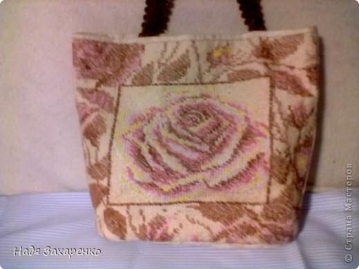 Вот такую сумку сшила для себя из неотбеленного холста.  Сделала на ней габеленовую вышивку (полукрест).