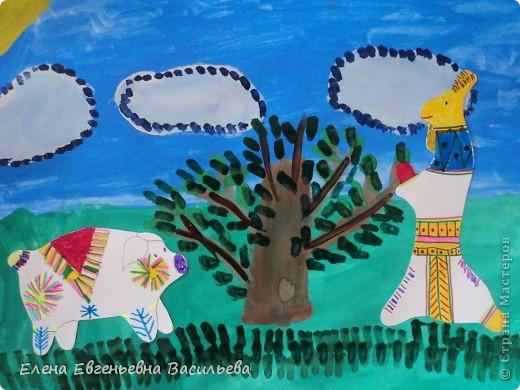 После ознакомления с народной игрушкой: матрешкой, дымковской, филимоновской дети расписывали красками, фломастерами, гелевыми ручками, цветными карандашами готовые силуэты. А потом мы решили приклеить их на натюрморты и пейзажи, которые рисовали ранее. Получились вот такие работы. фото 10