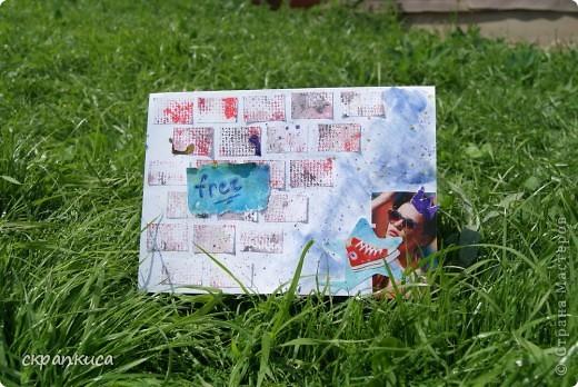 Привет!!! В Иркутске наконец-то наступило лето, по-этому настроение у меня СумАшЕдшеЕ))) В связи с этим и наколдовалась такая же СуМашеДшаЯ открыточка в стиле Mixed Media! А еще я покажу вам несколько идей для фонов. Нам понадобится лист картона, лист обычной бумаги, разрезанной на 4 части, гуашь и акварель, кусочек канвы, ручка, лак для волос с блестками, вырезки из журнала( кросовка и девушка) и мыло)))   ПОЕХАЛИ! фото 7