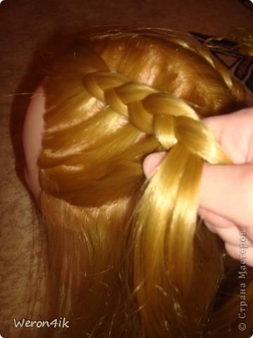 Наконец-то обещанный мною мастер класс по плетению этой косы))) Попытаюсь объяснить доступно))))  Для начала расчешем волосы и для удобства выделим пробор фото 5