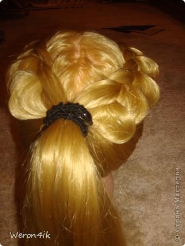 Наконец-то обещанный мною мастер класс по плетению этой косы))) Попытаюсь объяснить доступно))))  Для начала расчешем волосы и для удобства выделим пробор фото 8