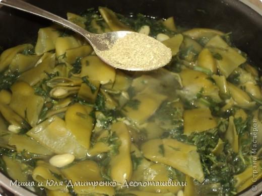 Здравствуйте все, кого не испугало замысловатое название блюда! Правильно поступили, что зашли! Потому что все, как всегда у нас ОЧЕНЬ ПРОСТО И ДОСТУПНО! Сегодня мы познакомим вас с очередным грузинским блюдом.  Сначала разберемся с названием. Борани - это кулинарная традиционная композиция грузинской кухни, особенностью которой является расположение основного компонента блюда (мяса, птицы) между двумя слоями овощей (стручковой фасоли, шпината, баклажан и др.), а лобио, это фасоль. Вот как все просто! :)  фото 4