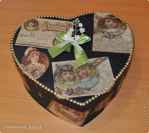 Шкатулка в подарок для племянницы. Была простая коробка из-под чайной пары, стала - шкатулка для заколочек. фото 1