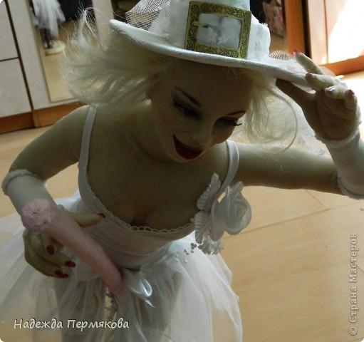 Как порой девушки мчаться выйти замуж как мотыльки на огонь, а мне больше нравится как ведьмы на шабаш, но какие ведьмы - гламурные. Вот захотелось затронуть тему свадеб, немного с черным юмором - улыбнитесь, иногда так вот оно и бывает. фото 4
