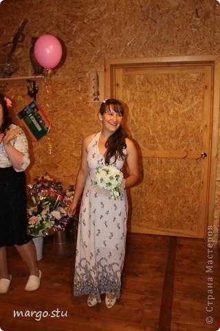 Посчастливилось мне быть приглашенной на свадьбу в качестве свидетельницы. Захотелось внести непосильный вклад в это мероприятие. Вот, что из этого вышло. Этот букет дарила сестра невесты фото 4