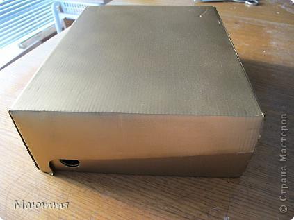Сделали мы с вами фотоальбом в подарок на свадьбу http://stranamasterov.ru/node/383215 . А в чем дарить? В покупном пакете? ну неееет!  делаем для него коробку фото 3