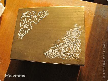 Сделали мы с вами фотоальбом в подарок на свадьбу http://stranamasterov.ru/node/383215 . А в чем дарить? В покупном пакете? ну неееет!  делаем для него коробку фото 4
