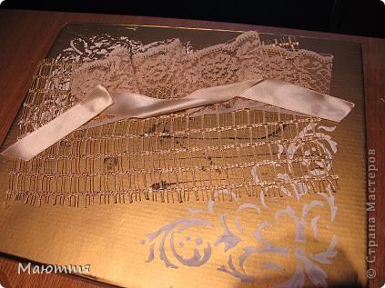 Сделали мы с вами фотоальбом в подарок на свадьбу http://stranamasterov.ru/node/383215 . А в чем дарить? В покупном пакете? ну неееет!  делаем для него коробку фото 5