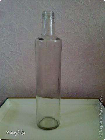 Я использовала подручные материалы: стеклянная бутылка, шпагат, акрил, самодельные цветки из бумаги, и вырезки из журнала, ленточки:) фото 2