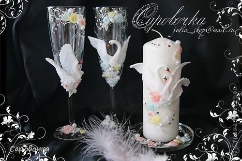 Вспомнились недавно лебеди с драконами - давно не делала.))  Лебединую свечку делать еще не доводилось, а розочки остались, решила еще и подставочку оформить. Антипод лебедям – драконы,  тоже пошли на свадебный стол) Пары разные бывают - для кого-то и лебеди на столе редкая дикость, а кому-то наоборот - лишь бы сердечки были.  А я всех поддерживаю, иначе бы не делала)) фото 4