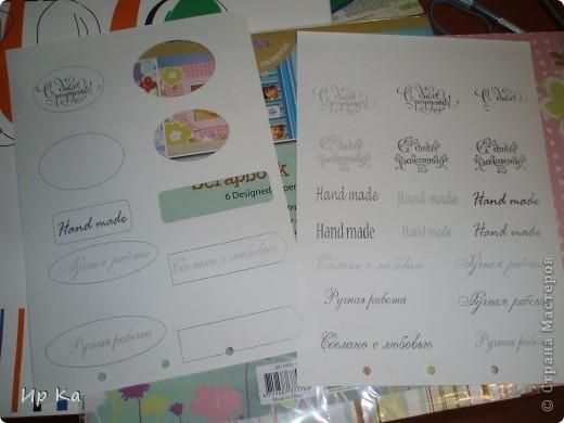 Где-то больше 2-х месяцев, я пыталась понять, как делаются открытки, т.е. технологию изготовления. Стала изучать литературу, приобретать материалы, знаний получила достаточно, а приступить никак не могла. Девочки, которые еще не сделали свою первую открытку прекрасно меня понимают.  Одним словом, решилась.  Свою открытку начала делать в 2 часа дня, закончила в половине 9 вечера, причем все это время я не отвлекалась на другое.  Затонировала края акриловой краской при помощи обычной губки.  фото 8
