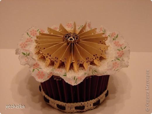 Добрый день, всем, кто зашел ко мне на страничку! Захотелось что-то новенькое сделать вместо открытки... В работе использовала мастер-класс http://anhenblog.blogspot.com/2009/10/blog-post_7326.html  фото 1