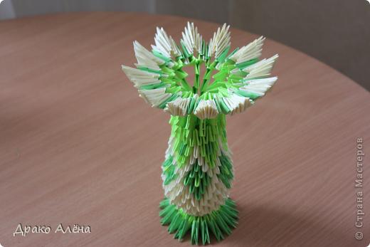 Вот такую вазу с астрами я изготовила для детского сада на выпускной старшему сыночку. МК астры взяла здесь http://stranamasterov.ru/node/23788 (спасибо Евгеше) фото 2