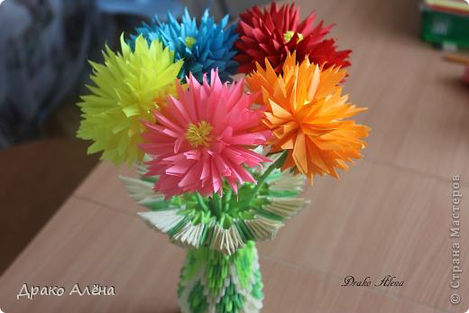 Вот такую вазу с астрами я изготовила для детского сада на выпускной старшему сыночку. МК астры взяла здесь http://stranamasterov.ru/node/23788 (спасибо Евгеше) фото 1