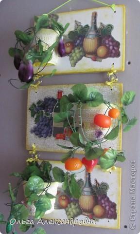 Очень понравилось панно Физалии http://stranamasterov.ru/node/357421?c=favorite  и решила тоже сделать что - то подобное на кухню на даче. Не обращайте внимания на фон, обои еще не наклеены, но куплены, бежевые с гроздьями винограда, поэтому и салфеточки выбирала под стать обоев.  фото 1