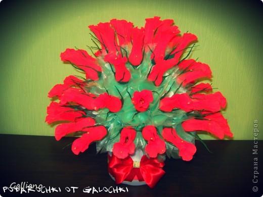 Здравствуйте уважаемые жители СМ!!!! Решила порадовать свою любимую свекровь сладким подарком на день рождение. В букете 57 роз. фото 2