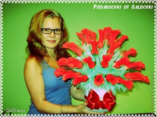 Здравствуйте уважаемые жители СМ!!!! Решила порадовать свою любимую свекровь сладким подарком на день рождение. В букете 57 роз. фото 1