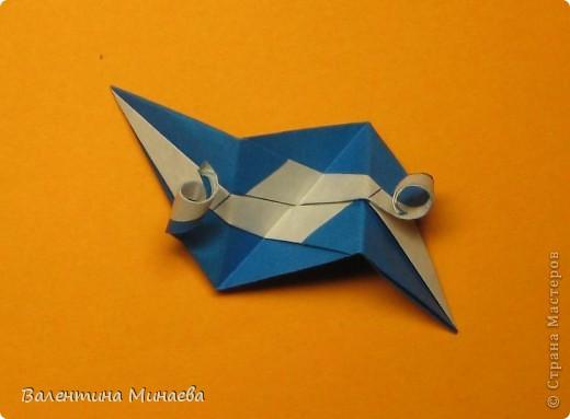 Сегодня МК кусудамы Нептун. Спасибо Юнии за название  этого сонобика.  Нептун (Neptune) автор: Валентина Минаева (Valentina Minayeva) для бумаги с двусторонним эффектом, на тройной сетке 30 модулей 10,0 х 10,0, диаметр - 10,5 см без клея Добавила ссылку на видеосборку модуля кусудамы Нептун: http://www.youtube.com/watch?v=y_MTnvNE-ek&feature=youtu.be  фото 34