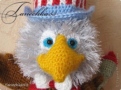Автор игрушки Меджик Саша, ростиком мой орел Сэм 20 см без шляпы. крючок №1,5, нитки акрил 100% Символ олимпиады в Лос-Анджелесе 1932  фото 3
