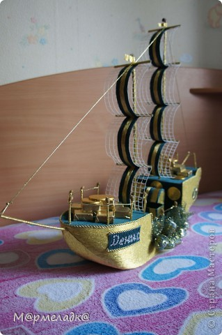Здравствуйте ))). Мой первый корабль такого плана. Делала на заказ для парня на окончание техникума. Получился серьезным, без излишеств.  фото 5