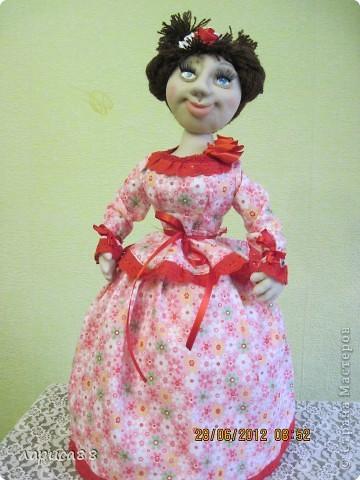 Снова куклы - грелки на чайник. Они сестрички, родились в один день, и зовут мх Розочки. Смотрите, а мы покрасуемся. фото 2