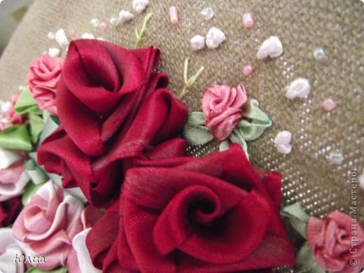 Добрый день, дорогие мастерицы!!!!!!! Продолжаю вышивать лентами!  Вот такой букетик получился. Похож на букетик для невесты! фото 5