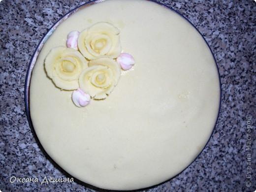 Мой первый блин, точнее торт с мастикой из маршмеллоу, её не красила, поскольку желтый цвет мне и такой понравился фото 1