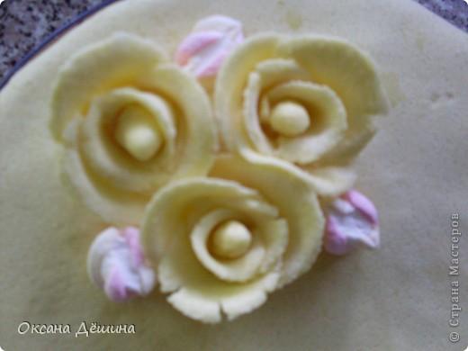 Мой первый блин, точнее торт с мастикой из маршмеллоу, её не красила, поскольку желтый цвет мне и такой понравился фото 3
