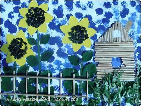 Лучшее время для природных  поделок - лето и осень. Возьмите для работы: листья и цветы, веточки и траву, соломку, камушки, семена и многое другое.  При изготовлении поделок используются и дополнительные материалы: бумага, картон, пластилин, проволока, клей, бусины, пуговицы, крупа и т.д.  А у нас с ребятами получилось вот так!!!  Котик на заборе /цветы клевера, листья, камушки/ фото 11