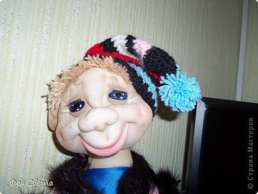 Девочки, ура, у меня родился Тимошка- первая каркасная кукла на пластиковой бутылке, уж не знаю кто он, возможно современный домовой, очень дружелюбный добрячек. с голубыми, как небеса глазами. фото 2
