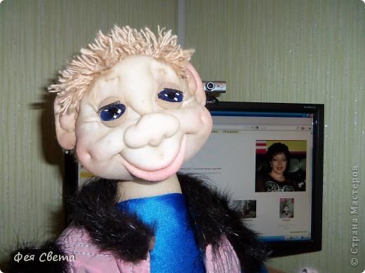 Девочки, ура, у меня родился Тимошка- первая каркасная кукла на пластиковой бутылке, уж не знаю кто он, возможно современный домовой, очень дружелюбный добрячек. с голубыми, как небеса глазами. фото 4