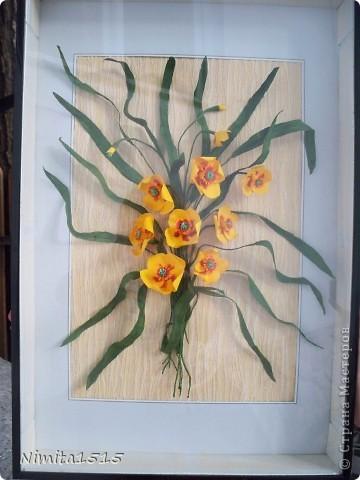 Всем привет. Увидела в интернете рисунок и захотелось сделать. Цветы делала из офисной цветной двусторонней бумаги, листики из гофрированной бумаги. фото 2