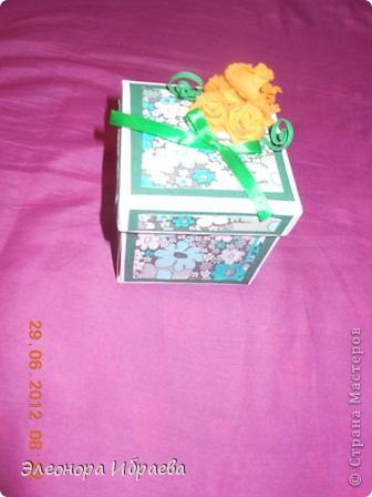 """Приветствую всех мастериц! Решила сестренке на ДР подарить такой коробок с """"сюрпризом"""". У меня практически нет никаких спец.инструментов и бумаг. Сделала из всего что было у меня))))собирала """"что попало"""" фото 1"""