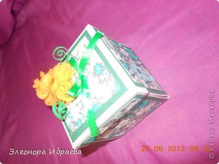 """Приветствую всех мастериц! Решила сестренке на ДР подарить такой коробок с """"сюрпризом"""". У меня практически нет никаких спец.инструментов и бумаг. Сделала из всего что было у меня))))собирала """"что попало"""" фото 2"""