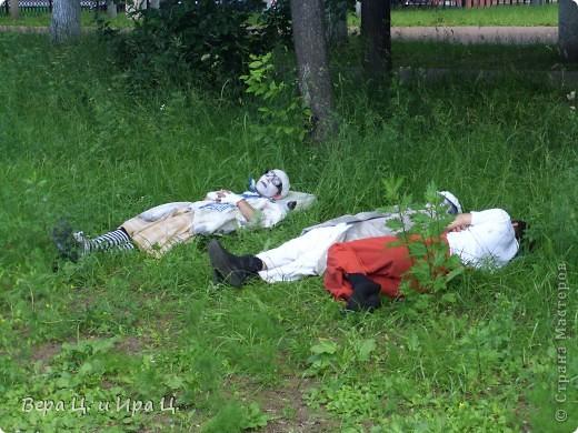 Друзья! Приглашаем вас на прогулку по центру Ярославля. Давайте понаблюдаем за работой уличных театров. 23 июня в нашем городе прошел I Международный фестиваль уличных театров. Тише! Мимы спят. фото 1