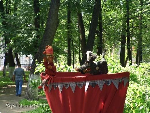 Друзья! Приглашаем вас на прогулку по центру Ярославля. Давайте понаблюдаем за работой уличных театров. 23 июня в нашем городе прошел I Международный фестиваль уличных театров. Тише! Мимы спят. фото 6
