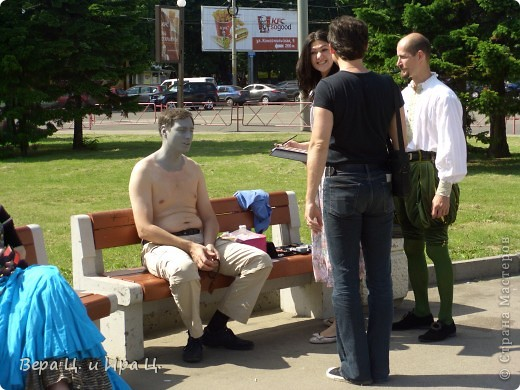 Друзья! Приглашаем вас на прогулку по центру Ярославля. Давайте понаблюдаем за работой уличных театров. 23 июня в нашем городе прошел I Международный фестиваль уличных театров. Тише! Мимы спят. фото 18