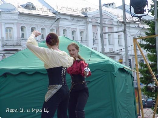 Друзья! Приглашаем вас на прогулку по центру Ярославля. Давайте понаблюдаем за работой уличных театров. 23 июня в нашем городе прошел I Международный фестиваль уличных театров. Тише! Мимы спят. фото 13