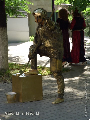 Друзья! Приглашаем вас на прогулку по центру Ярославля. Давайте понаблюдаем за работой уличных театров. 23 июня в нашем городе прошел I Международный фестиваль уличных театров. Тише! Мимы спят. фото 4