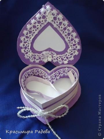 Здравейте на всички в Страната на Майсторите!!! Утре сме поканени на сватба - и ето каква кутийка изработих- в нея ще поставим банкнотите за младоженците. Така е по- красиво и изискано.  фото 1