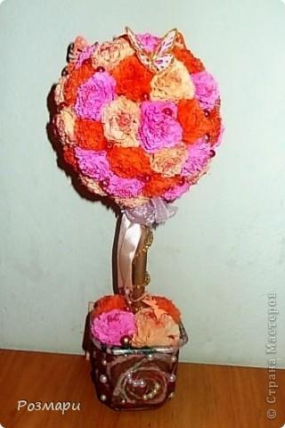 Дерево из ярко-розовых, красных и белых с тонированием цветов фото 5
