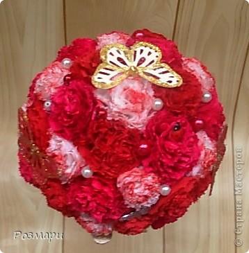 Дерево из ярко-розовых, красных и белых с тонированием цветов фото 2